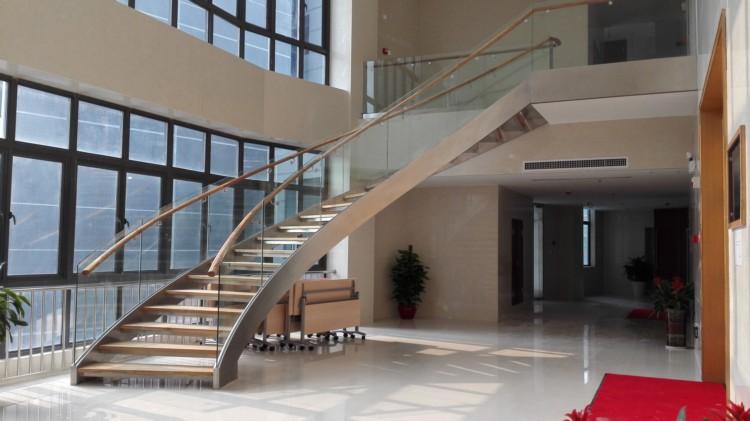 办公楼玻璃护栏弧形楼梯案例