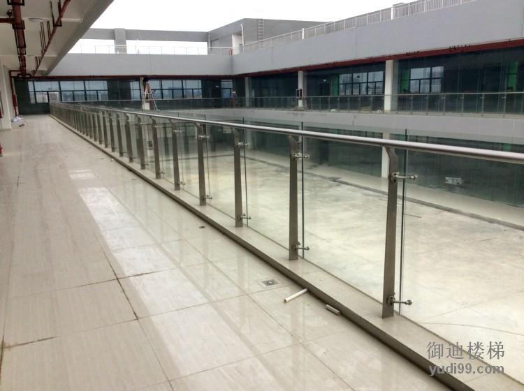 室外不锈钢玻璃护栏案例