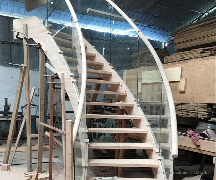 御迪玻璃护栏实木龙骨弧形楼梯车间试装案例
