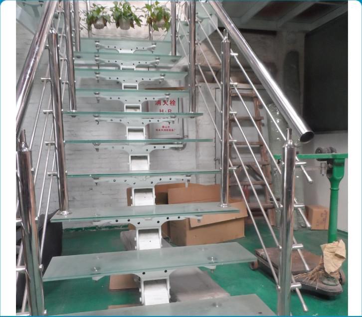 两跑不锈钢玻璃直梁楼梯 YD-PLGBZ103