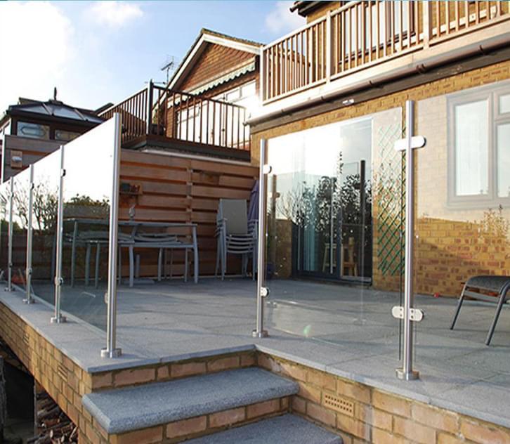 厂家批发  室外立柱无框玻璃护栏  阳台玻璃护栏
