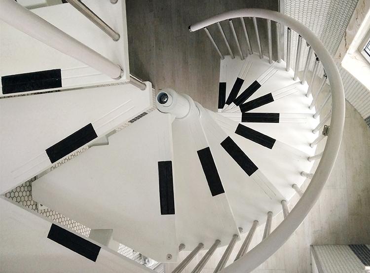 创意钢琴旋转碳钢楼梯