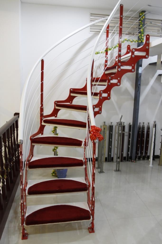 双链钢木弧形楼梯 钢木楼梯定制